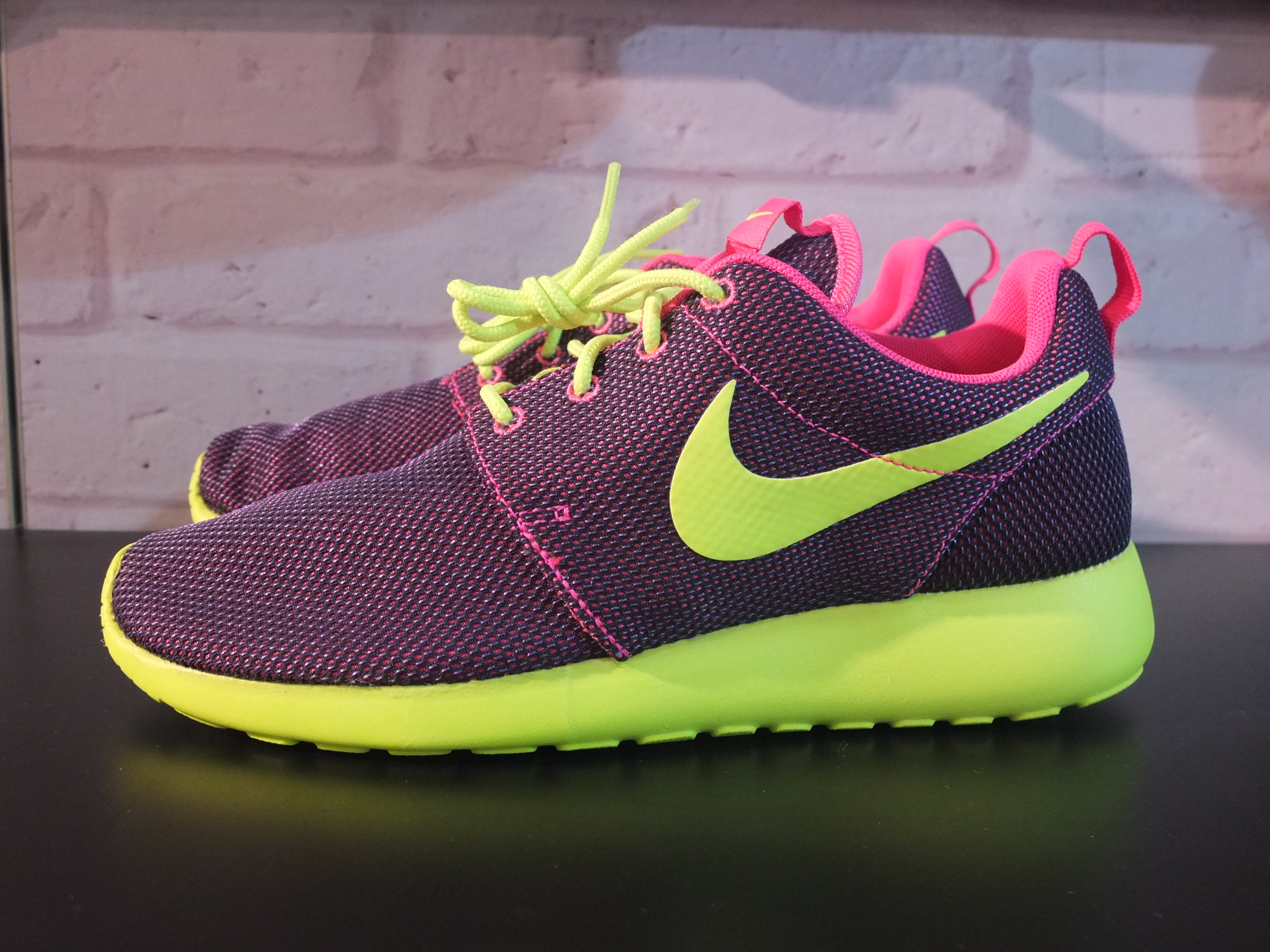 nike roshe purple neon