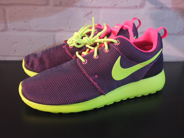 bde86f62e125 Nike Roshe Run  Hyper Pink