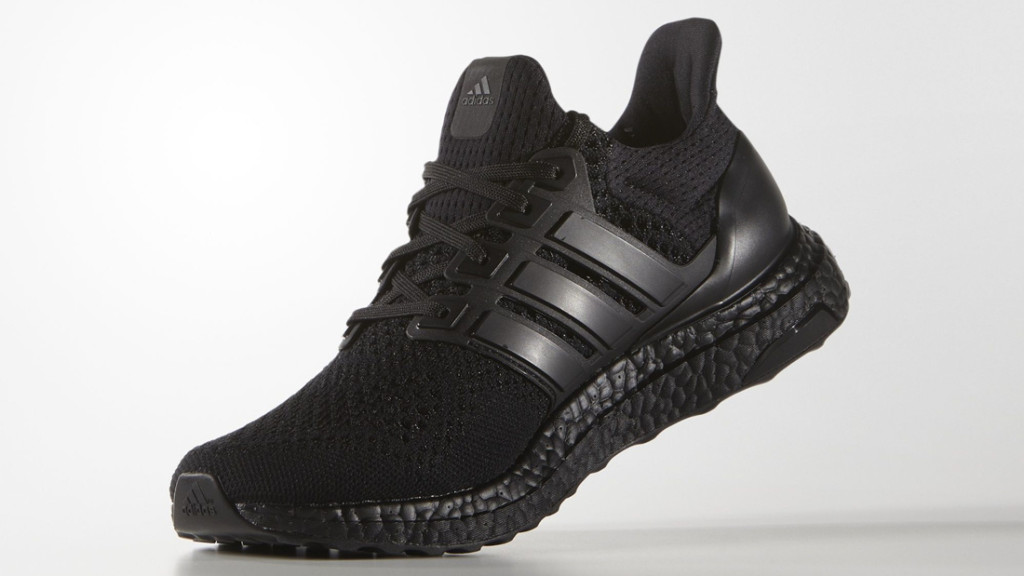 adidas-ultra-boost-triple-black-2_rav4sy