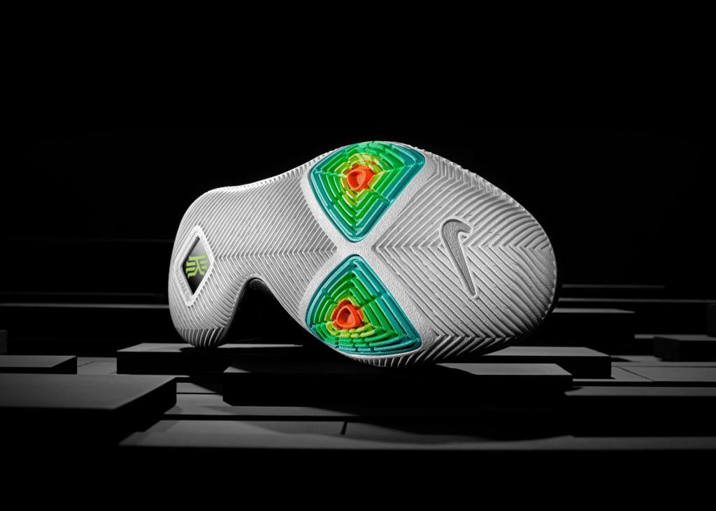 16-400_Nike_Kyrie_3_Sole-01_rectangle_1600