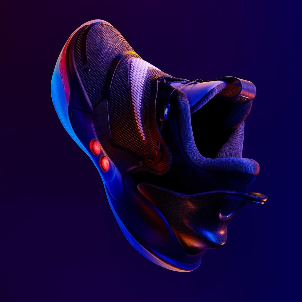 NikeNews_SP20_BB_Nike_Adapt_BB_2.0_Secondary_Hero_Square_01_native_1600